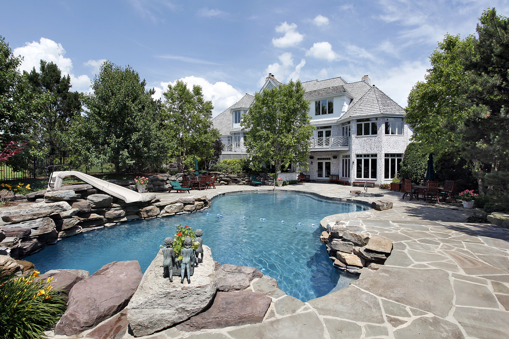 Finding the Right Swimming Pool Patio
