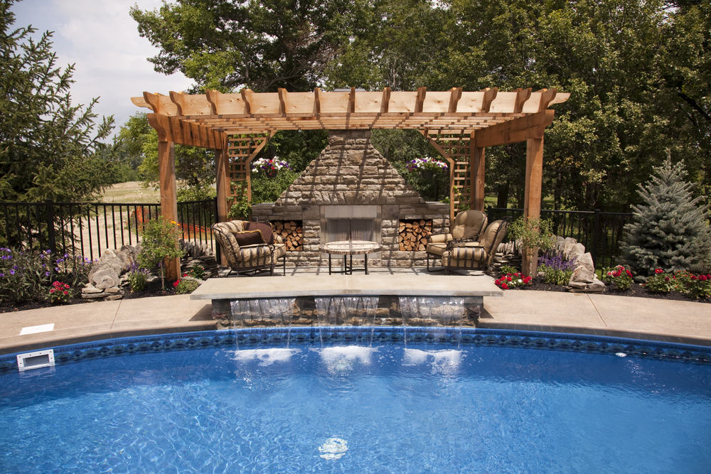 5 Reasons to Install a Backyard Swimming Pool